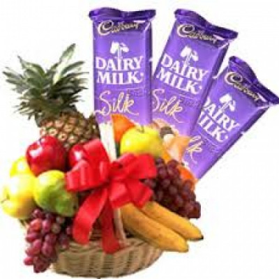 3 Kg Fresh Fruits and Chocolate